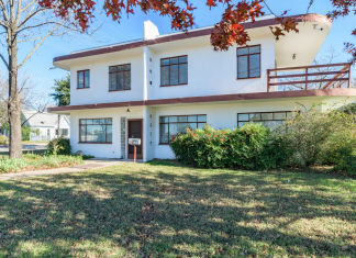 The 1947 Streamline Moderne house at 3805 Red River Street