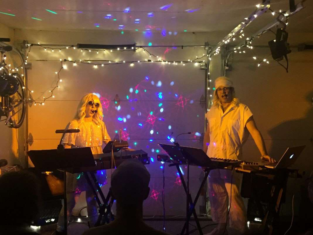 Lana Lesley and Peter Stopschinski performing as Grageriart