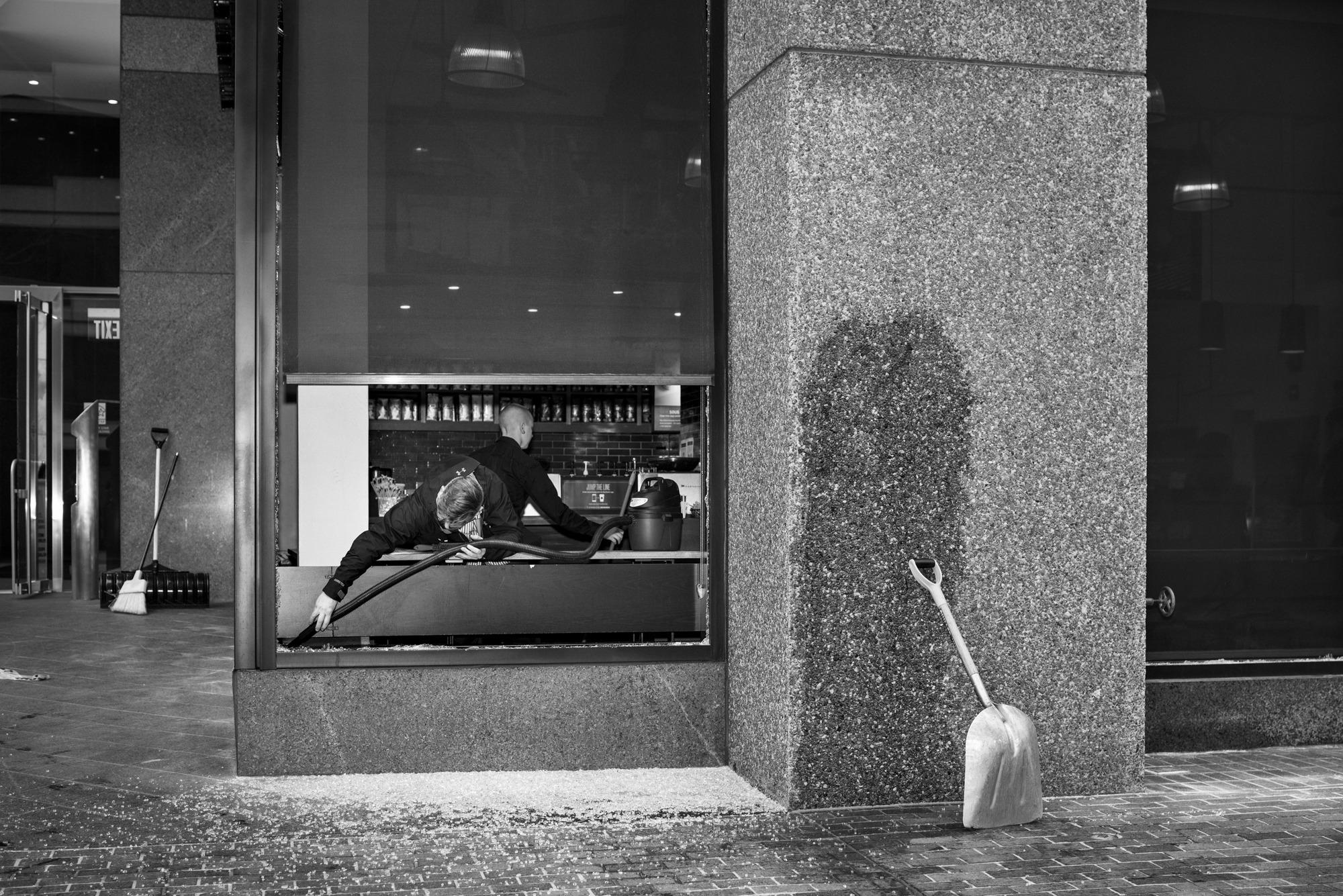 Mike Osborne Starbucks / I St NW,