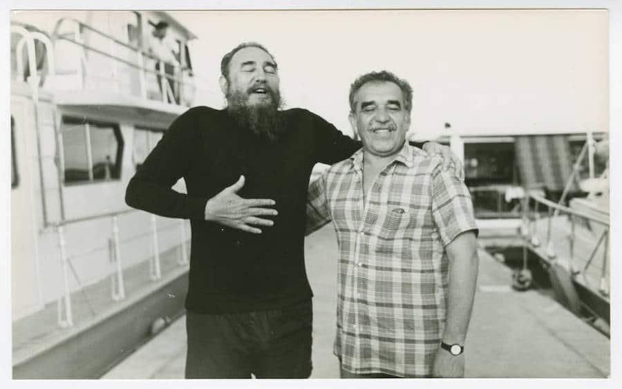 Undated photography of Gabriel García Márquez with Fidel Castro