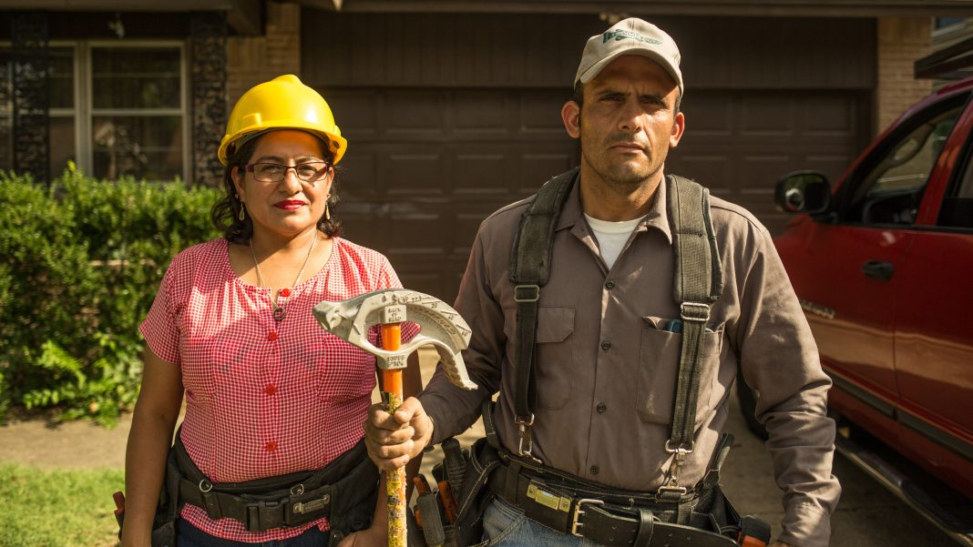 Claudia and Alex are electricians working in Texas who emigrated from El Salvador.