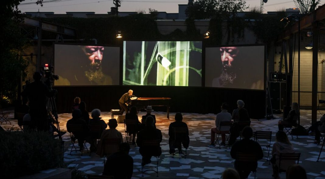 Performance at Hauser & Wirth Los Angeles in collaboration with Monday Evening Concerts. Photo: Elon Schoenholz Photography © 2021