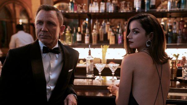 Daniel Craig and Ana de Armas in